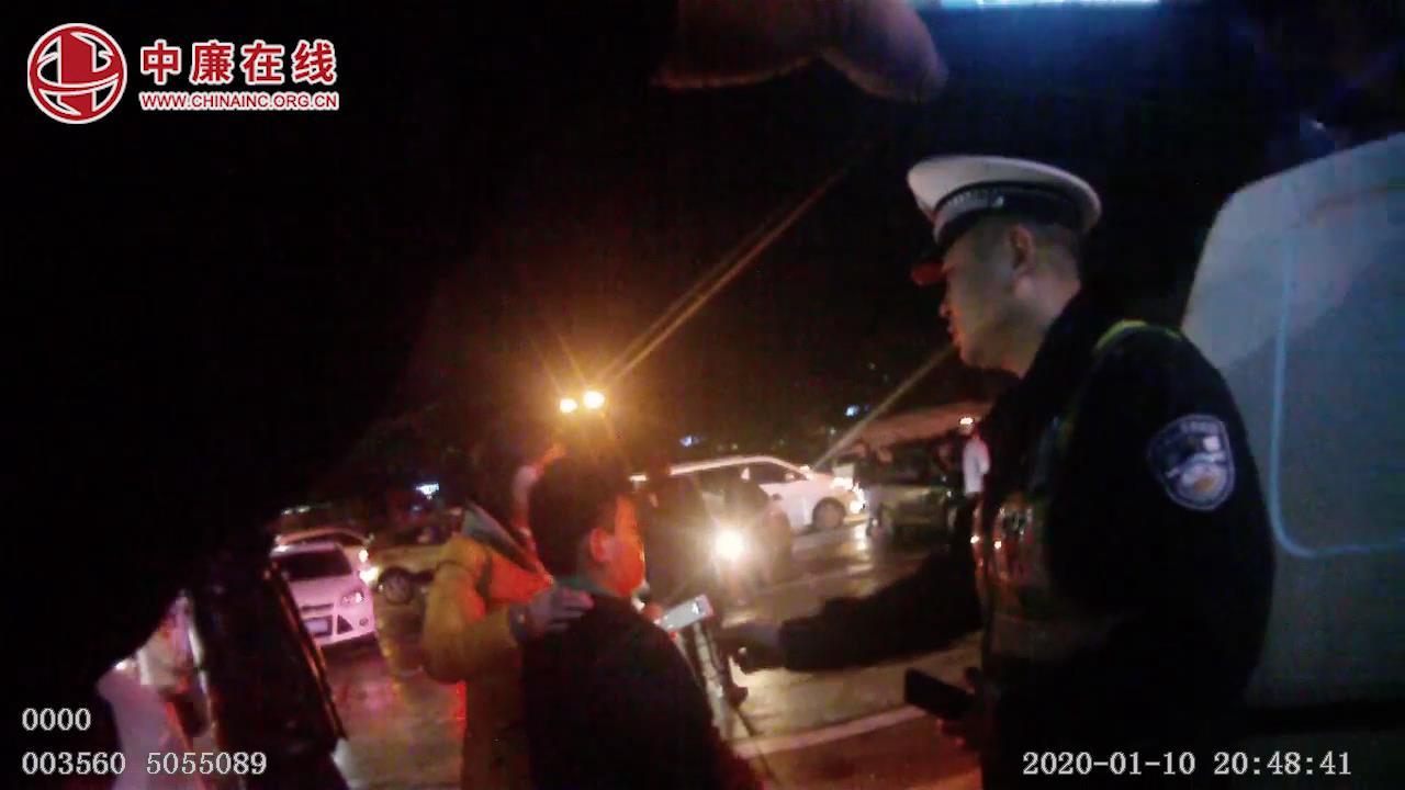 巡逻民警救助服务区丢失儿童