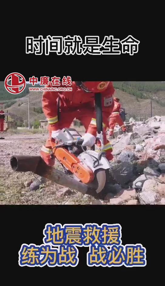 """""""练为战,战为胜""""森林消防员开展地震救援训练"""