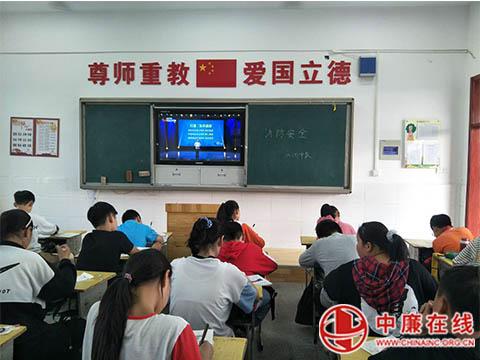 蒙城县庄子小学师生同上消防安全课