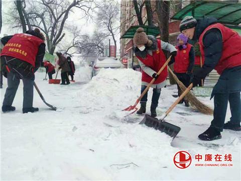 黑龙江哈尔滨市平房区发动各方力量迎战暴风骤雪