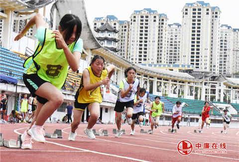 印江第四届中小学生运动会闭幕 三千学子龙腾虎跃演绎夏日风采